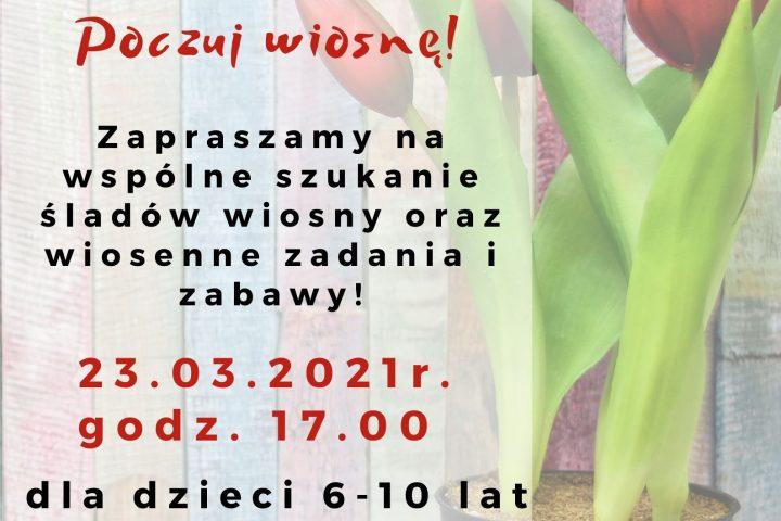 Na tle kolorowych desek doniczka z tulipanami. Na plakacie informacje o zajęciach online.